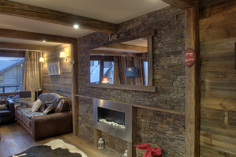 Mur interieur en bois chalet for Interieur chalet montagne photo